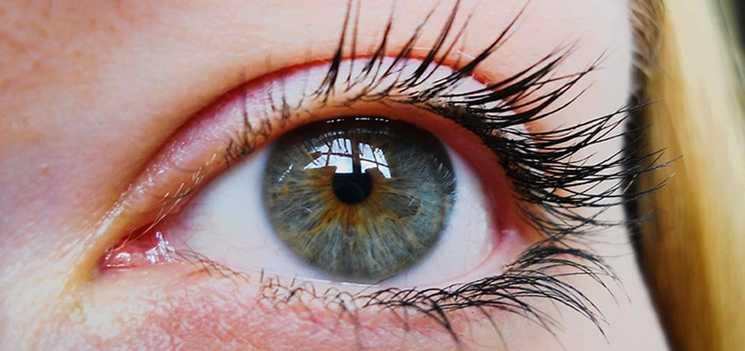 Un ojo de mujer de cerca